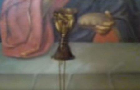 На иконе Спасителя из Чаши потекли три струи Крови